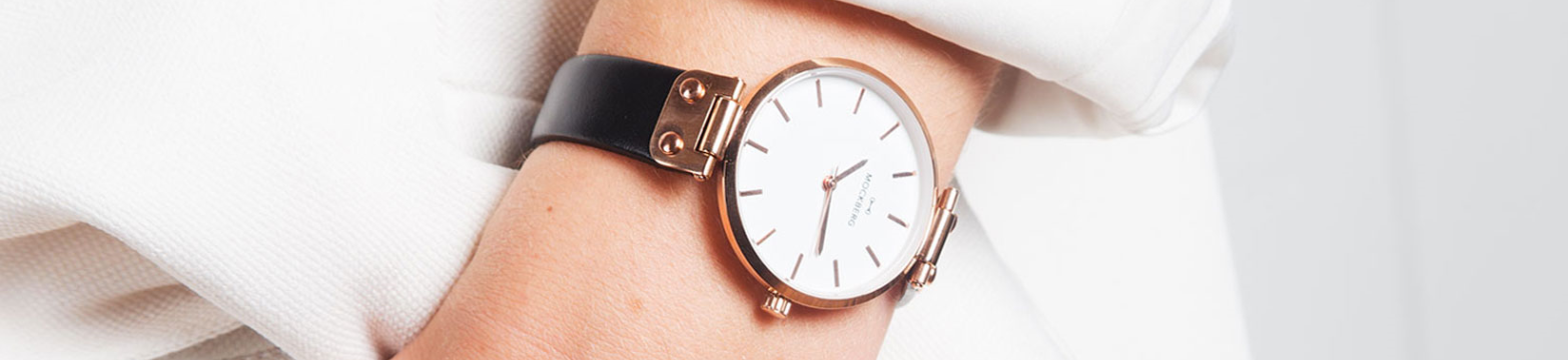 Mockberg ure er en nyhed der lynhurtigt har opnået stor popularitet. Missionen bag Mockberg ure er at skabe klassiske og tidløse ure for dem der søger det ekstraordinære. Guldsmed Borup er officiel forhandler af Mockberg ure. Det er din garanti for at urerne er ægte.